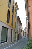 Rue colorée en Italie. Image libre de droits