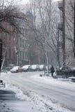 Rue couverte dans la neige Photographie stock libre de droits