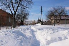 Rue couverte de neige Photos stock