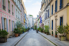 Rue Cremieux est l'une des plus jolies rues résidentielles à Paris Photos libres de droits