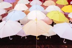 Rue décorée des parapluies colorés, Bangkok, Thaïlande vin Photo libre de droits