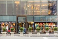 Rue d'achats à la 5ème avenue dans NYC Image libre de droits