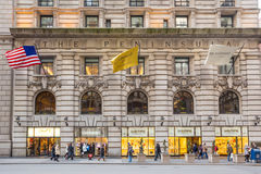Rue d'achats à la 5ème avenue dans NYC Photographie stock libre de droits