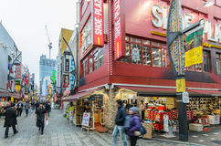 Rue d'achats d'Ameyoko à Tokyo, Japon Image stock