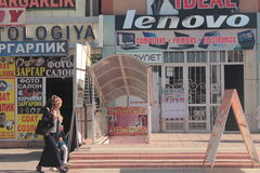 Rue d'achats dans Andijan photographie stock