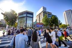 Rue d'achats de Hongdae : Corée Photos stock