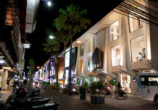 Rue d'achats de Kuta la nuit, Kuta, Bali, Indonésie Image libre de droits