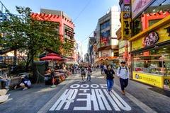 Rue d'achats de Myeong Dong : Corée Image libre de droits