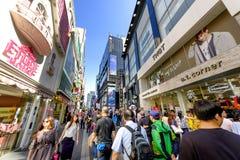 Rue d'achats de Myeong Dong : Corée Images stock
