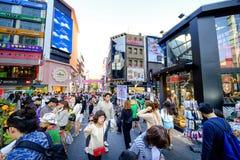 Rue d'achats de Myeong Dong : Corée Photo stock