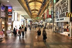 Rue d'achats du Japon Photographie stock libre de droits