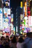Rue d'achats la nuit, Séoul Image libre de droits