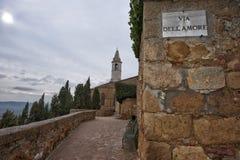 Rue d'amour dans la ville médiévale de Pienza Toscane Photographie stock libre de droits