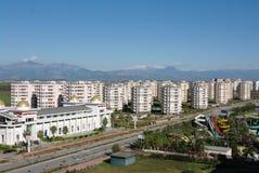 Rue d'Antalya à côté des stations de vacances et des hôtels Photographie stock libre de droits