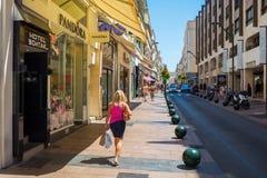 Rue D Antibes i Cannes, södra Frankrike Royaltyfri Bild