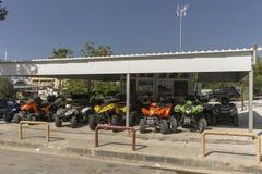 Rue d'Ayia Napa, Chypre photo libre de droits