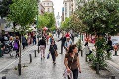 Rue d'Ermou à Athènes image libre de droits