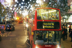 2013, rue d'Oxford avec la décoration de Noël Photographie stock