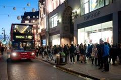 Rue d'Oxford à Londres au coucher du soleil Photographie stock libre de droits