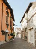 Rue dans Borghetto Images stock