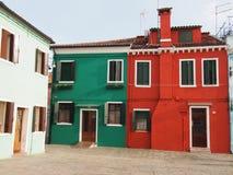 Rue dans Burano photos stock