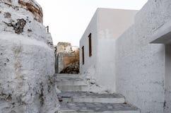 Rue dans Ermoupolis, île de Syros, Grèce, au crépuscule Image stock