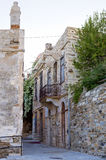 Rue dans Ermoupolis, île de Syros, Grèce, au crépuscule photos libres de droits