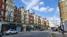 Rue dans Kensington, Londres, Angleterre Photo stock