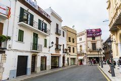 rue dans la vieille ville de Sitges, Espagne Images stock