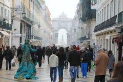 Rue dans le citycenter de Lisbonne Photographie stock libre de droits