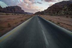 Rue dans le désert Photos stock