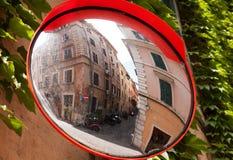 Rue dans le miroir, Rome Images stock