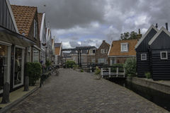 Rue dans Volendam dans Volendam Image libre de droits
