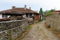 Rue dans Zheravna, Bulgarie Image stock