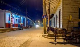 Rue de Baracoa la nuit Cuba Images stock