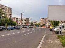 Rue de Bucarest le matin, le voisinage de silence et le trafic Images stock