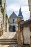Rue de centre historique dans la ville de Montrichard photographie stock