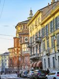Rue de Corso Magenta avec le delle Grazie de Santa Maria de Di de basilique à l'arrière-plan Milan, Italie images libres de droits