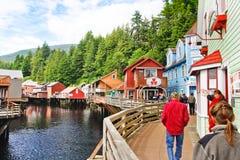 Rue de crique de l'Alaska près de la Chambre de Dollys, faisant des emplettes Images libres de droits