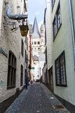 Rue de DEM Rothenberg de forces d'appoint au centre de Cologne image stock