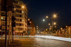 """Rue de Gand par nuit Belgique, """"Heuvelpoort """"ou """"Overpoort """" image stock"""