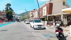 Rue de Hyperlapse dans Marmaris, Turquie Station touristique, jour ensoleillé Promenade de touristes Timelapse banque de vidéos