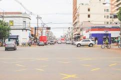 rue de 14 de Julho, une rue commerciale complètement des magasins et gens du pays Photos libres de droits