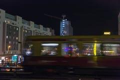 Rue de Karl Liebknecht de nuit à Berlin, Allemagne image stock