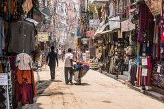 Rue de Katmandou, secteur de touristes nepal photographie stock libre de droits