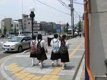 Rue de Kyoto, enfants d'école Photographie stock libre de droits