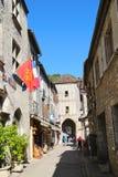 Rue de la Couronnerie et vue des saumons de Porte dans Rocamadour, France Photographie stock