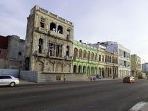 Rue de La Havane avec de vieux bâtiments résidentiels - Cuba Photo stock