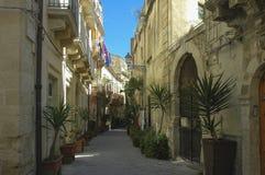 Rue de la vieille ville d'Ortigia en Sicile photos libres de droits