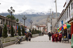 Rue de Lhasa Thibet Photographie stock